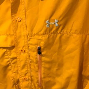 Awesome under armour button down - silky smooth